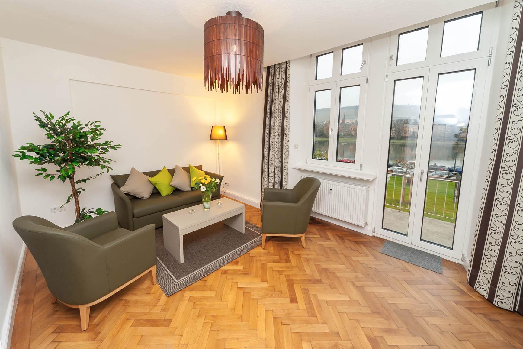 5-Sterne-Ferienwohnung Villa Mosella 1 Wohnzimmer mit Balkon