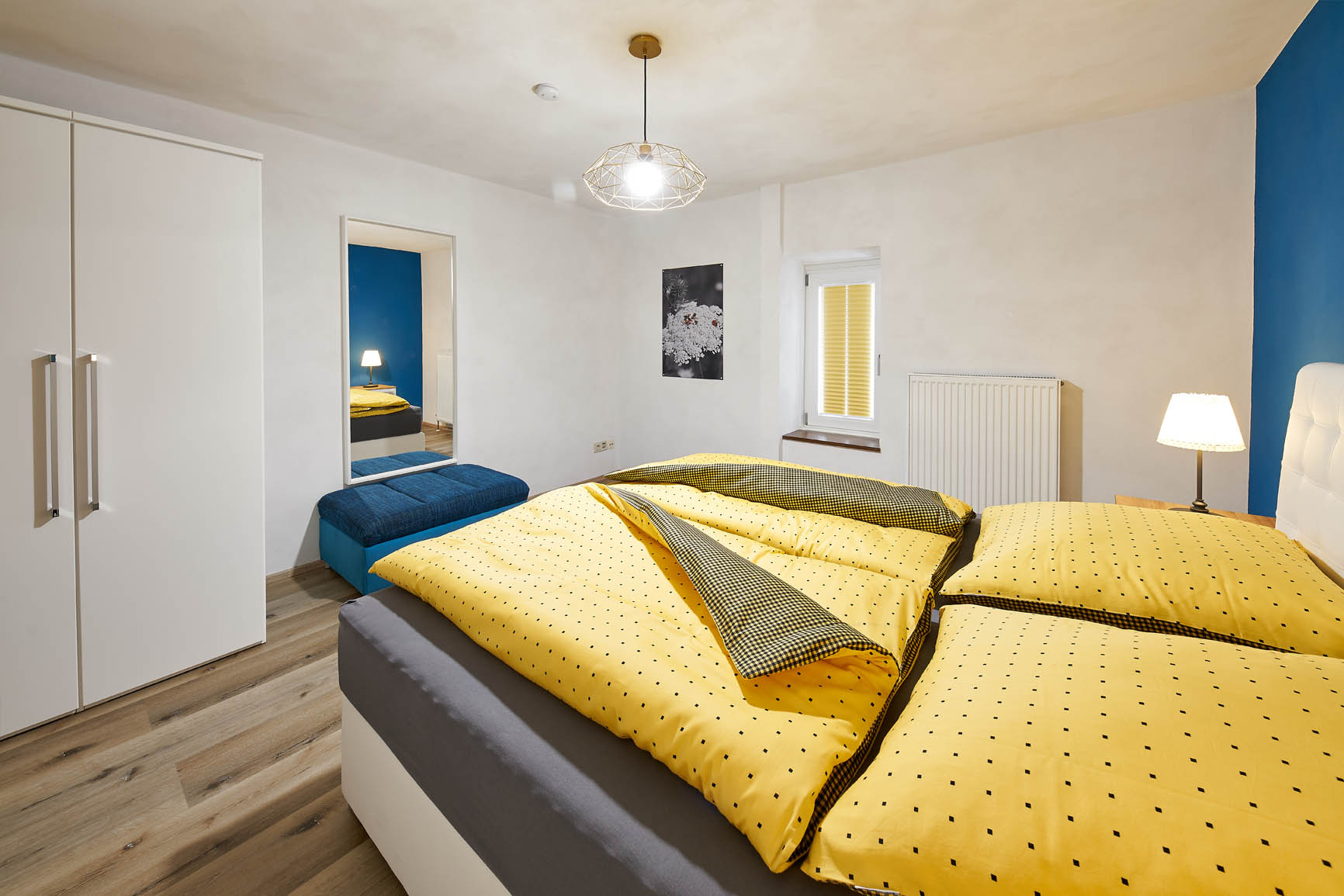 Ferienhaus Mosel-Herberge Schlafzimmer mit Boxspringbett