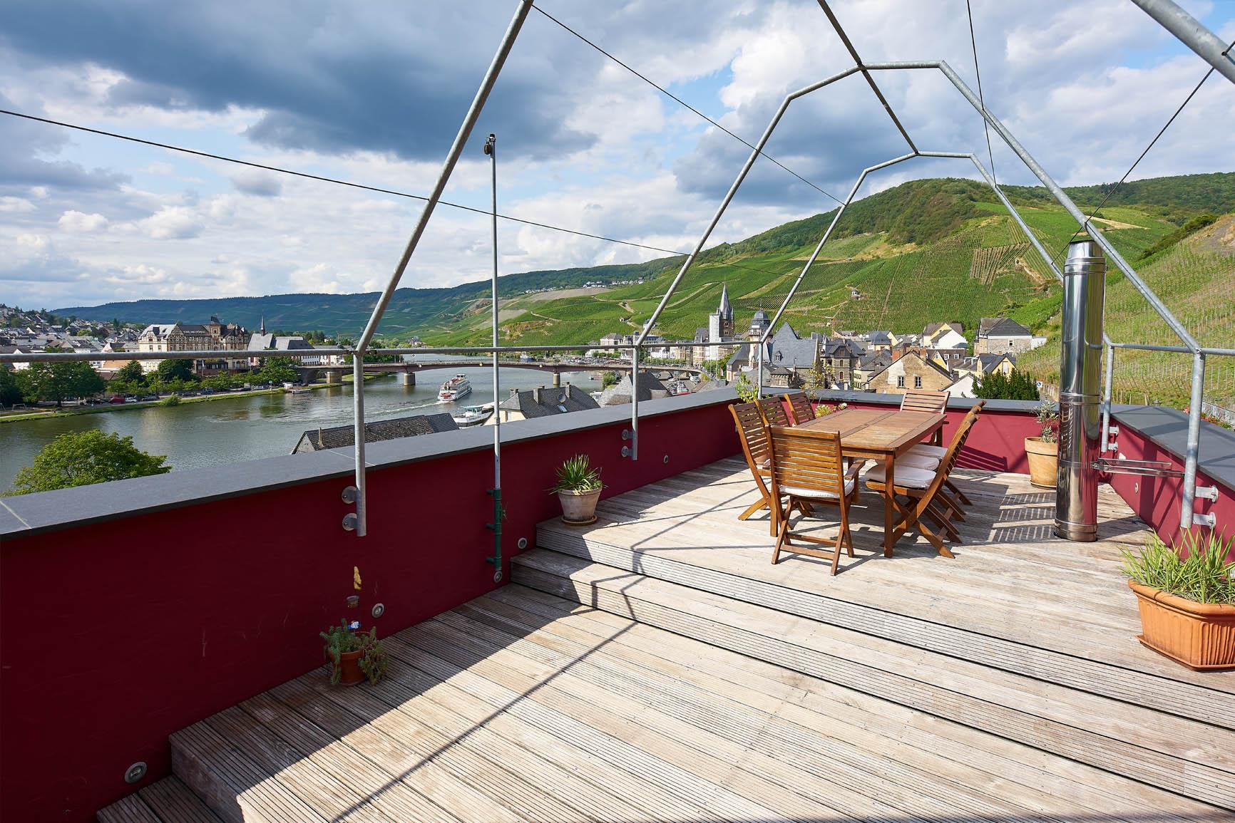Ferienhaus Mosel-Herberge Terrasse mit Mosel-Panoramablick