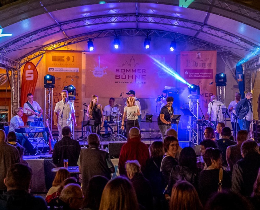 Sie Sommerbühne Bernkastel-Kues, das kostenfreie OpenAir Musikevent im Sommer